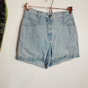 • VINTAGE • light wash high waisted jean shorts